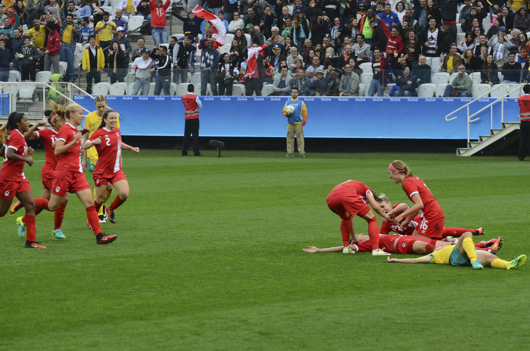 Christine Sinclair collapsed after her 80th minute goal metres from where she left Australia's Lisa De Vanna flat on the turf. (Rovena Rosa/Agência Brasil)